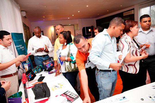 Invitados disfrutan demostraciones en 3D de la marca Sony