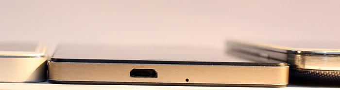 Comparación con el iPhone 5 (izquierda) y el Galaxy S4 (derecha).